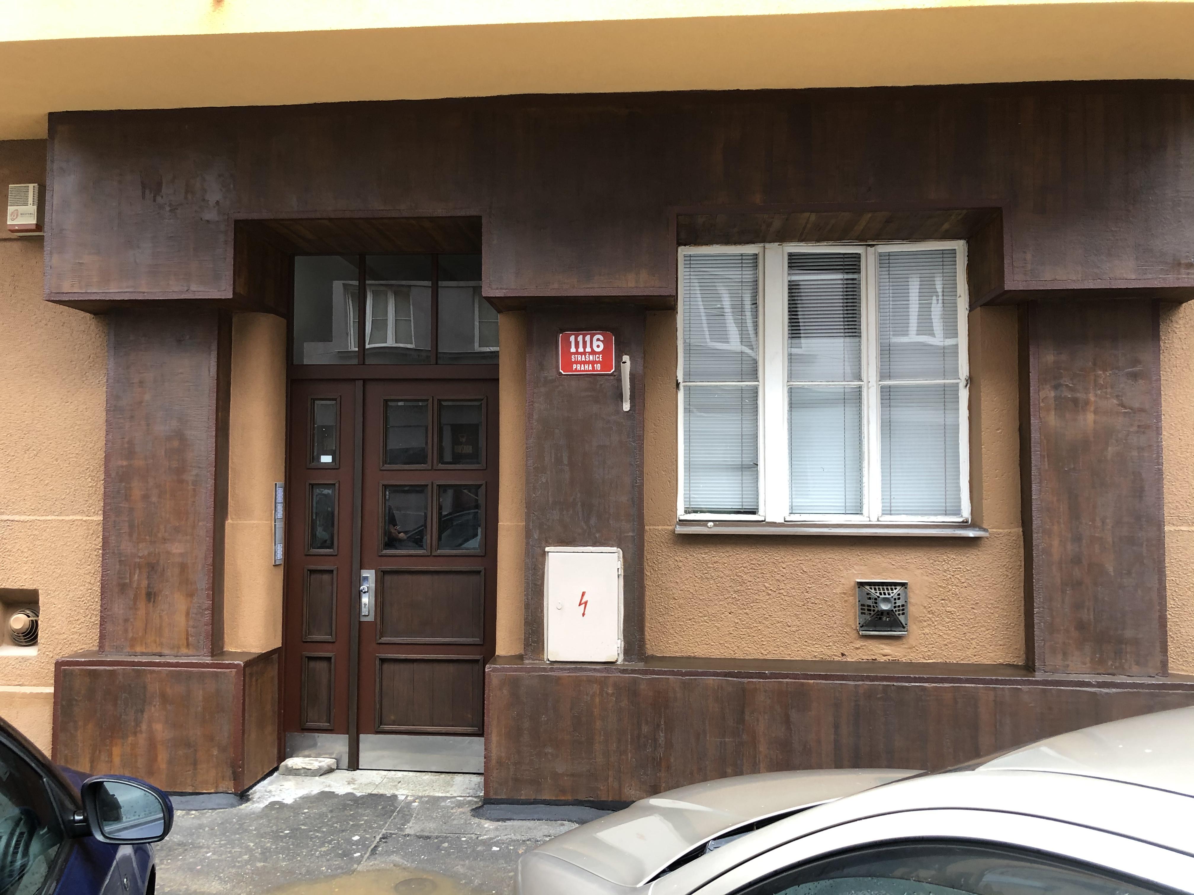 Vstupní historický portál Za Poštou 9